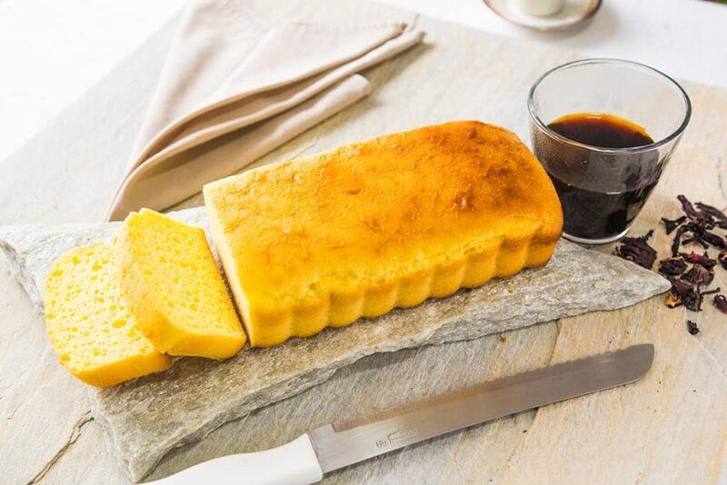Pão de leite low carb fatiado.