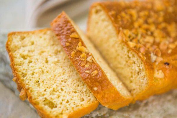 Pão low carb com castanhas.