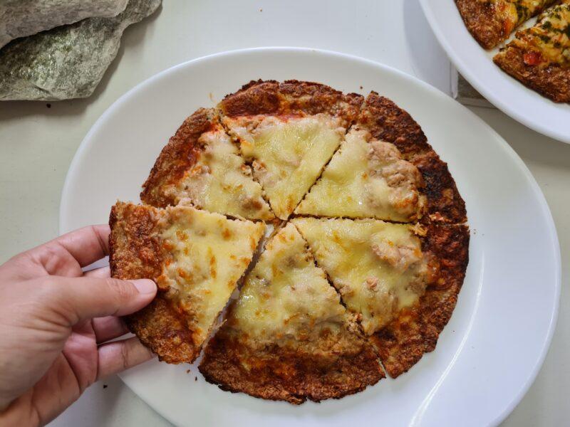 pizza low carb de atum com muçarela