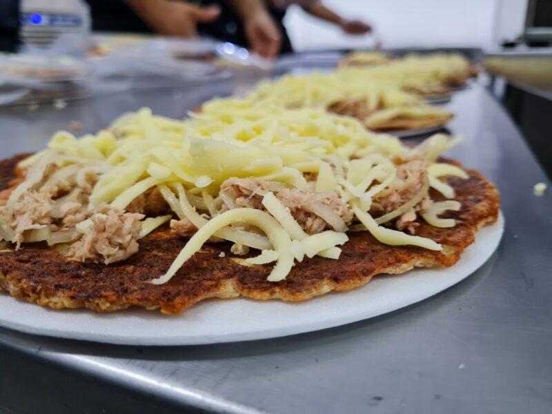 pizza-low-carb-de-atum-com-mucarela