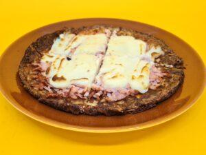 pizza low carb de peito de peru com requeijão