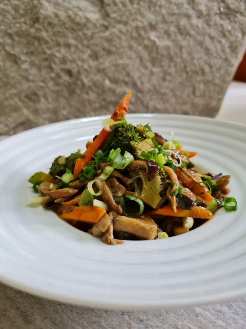 salteado-oriental-de-cogumelos-e-legumes